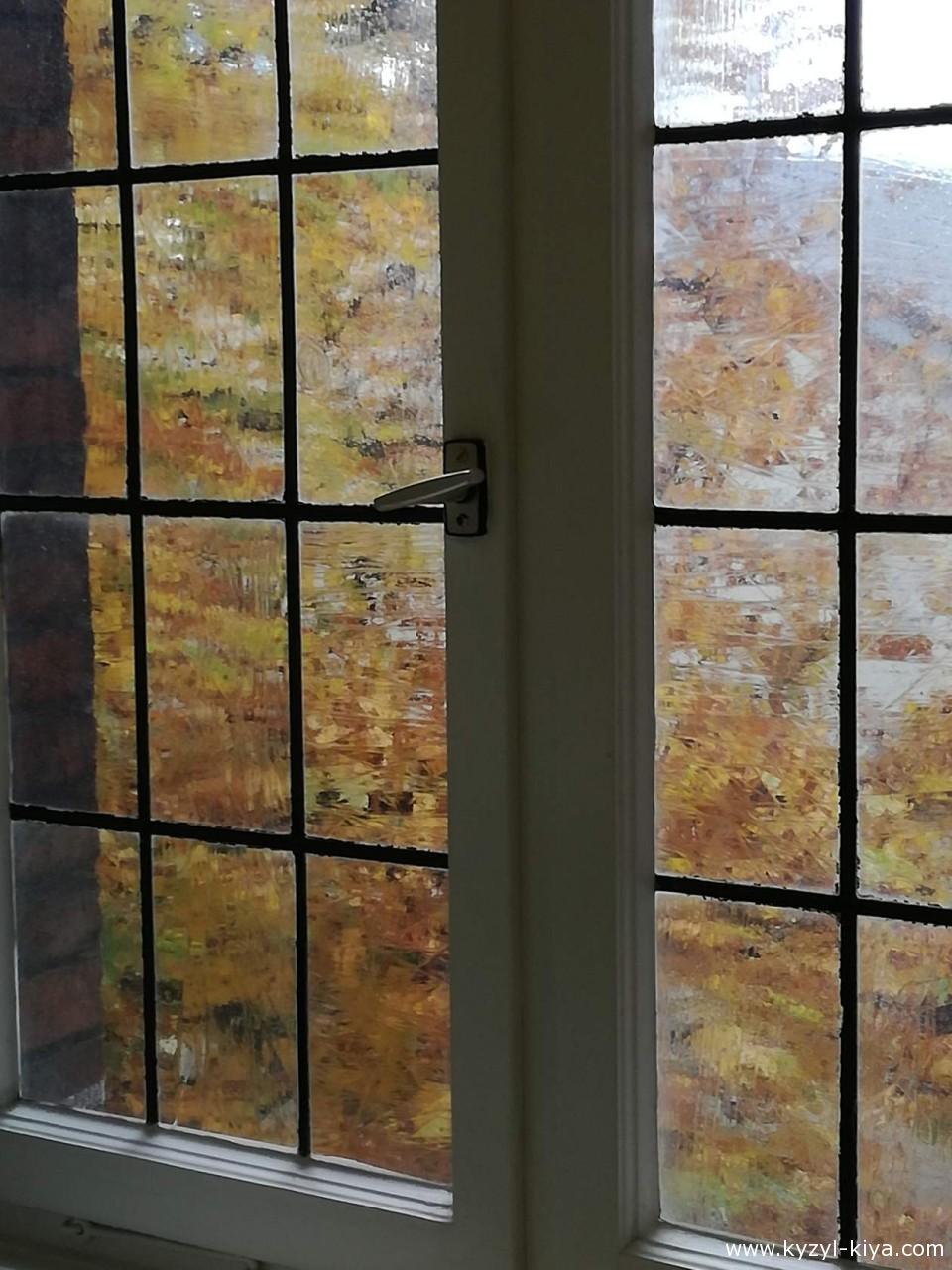 .. v odno okno smotreli dvoe..